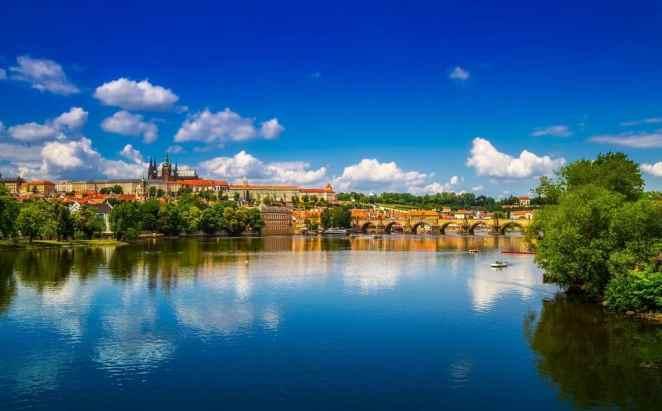Praga widok nad wodą