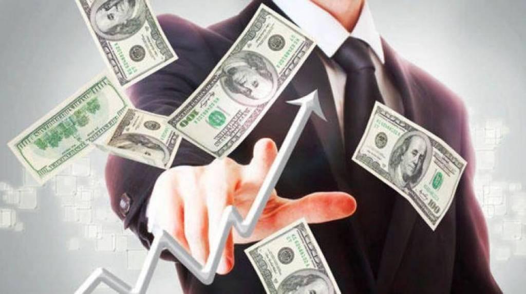 ارتفاع سعر الدولار يعلم به مسؤولون منذ 2019