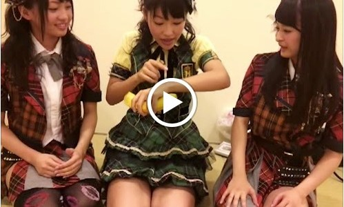SKE48's Mizuki Kuwabara uploaded a video on Google+ today where she does a little skit. In this one, she's with Shiori Ogiso and Yuria Kizaki and tries to explain […]