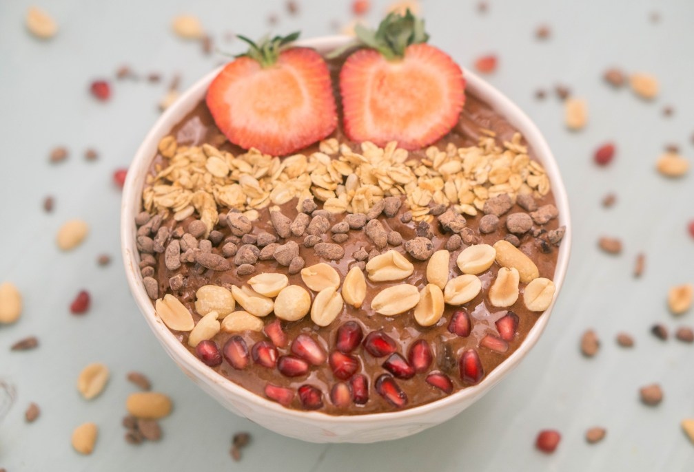 Smoothie Bowl Topping Ideas - Get some ideas for healthy toppings to add a nutritional boost for your breakfast! #smoothiebowls #toppingideas | www.wakeuptowaffles.com