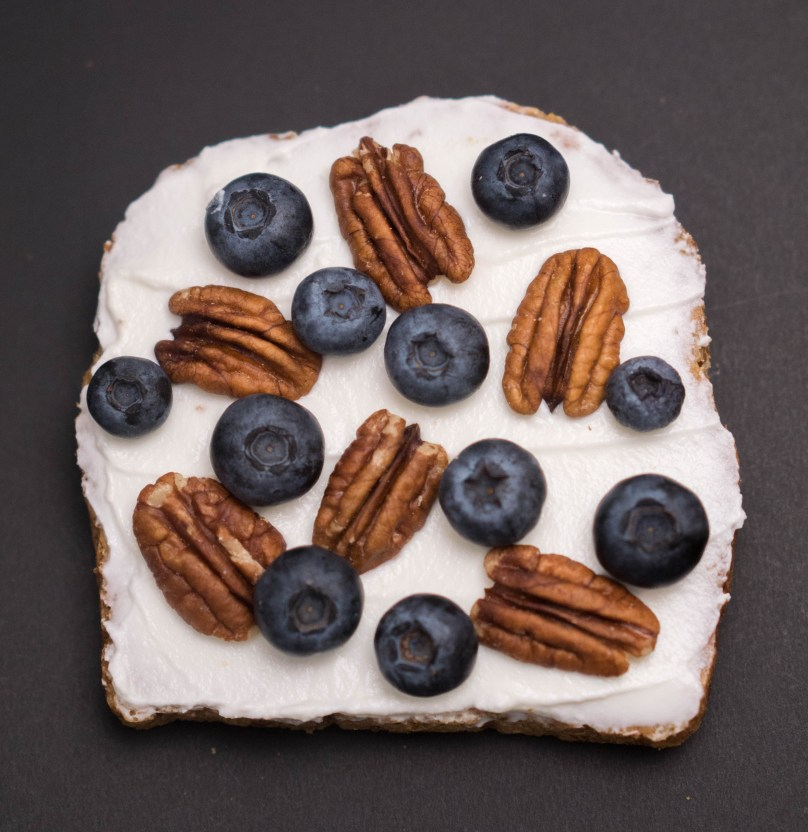 Healthy WORKOUT SNACKS - Get the protein you need from food that tastes good! www.wakeuptowaffles.com