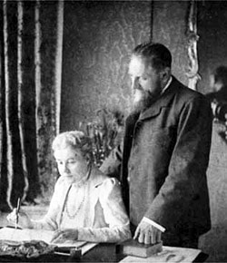 Annie Besant (left) and C.W. Leadbeater, London, 1901, during investigations into Occult Chemistry.