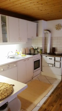 Küche mit Holzofenherd