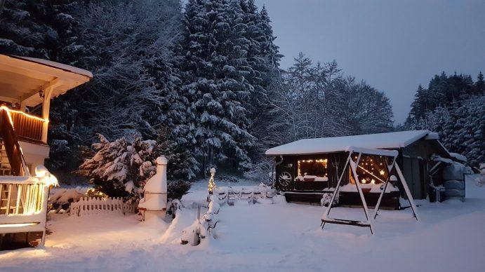 Ferienwohnung Eingang im Winter Ferienwohnung Wald Kobel