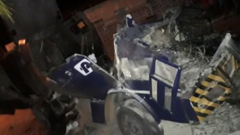 Resultado de imagem para Bandidos explodem carro-forte em Petrolina