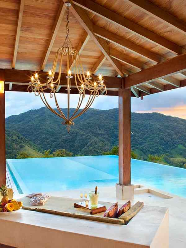 7 Unreal and Luxurious pools you can rent in Costa Rica