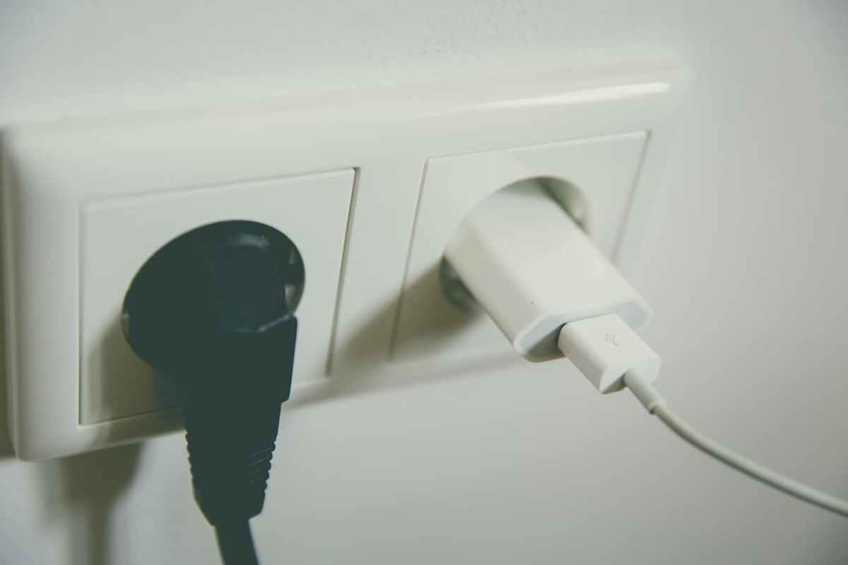 unplug electronics before traveling