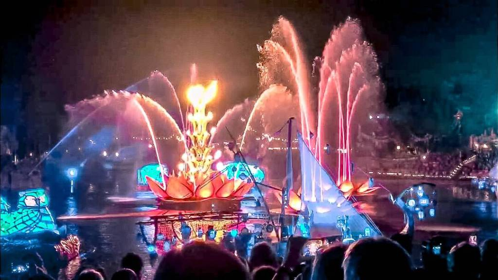Water and lights from rivers of light