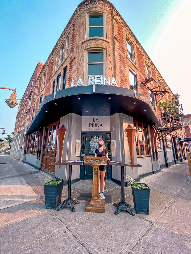 La Reina Guelph restaurant entrance way