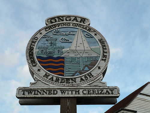 Walks And Walking – Essex Walks – Chipping Ongar Walking Route – Ongar Village Sign