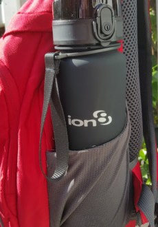 on8 Quench water bottle daypack