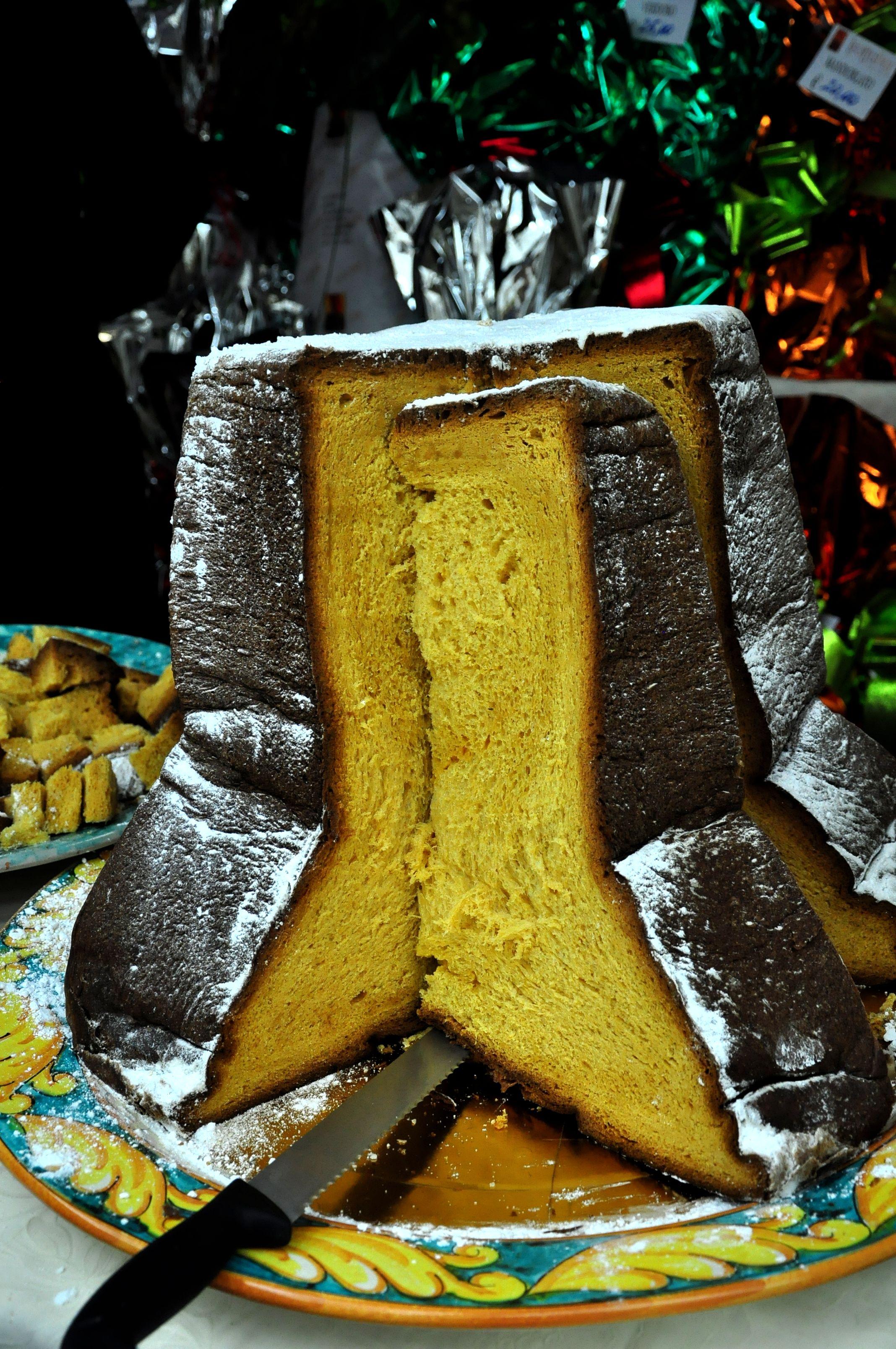 pandoro a christmas italian tradition - Italian Christmas Food