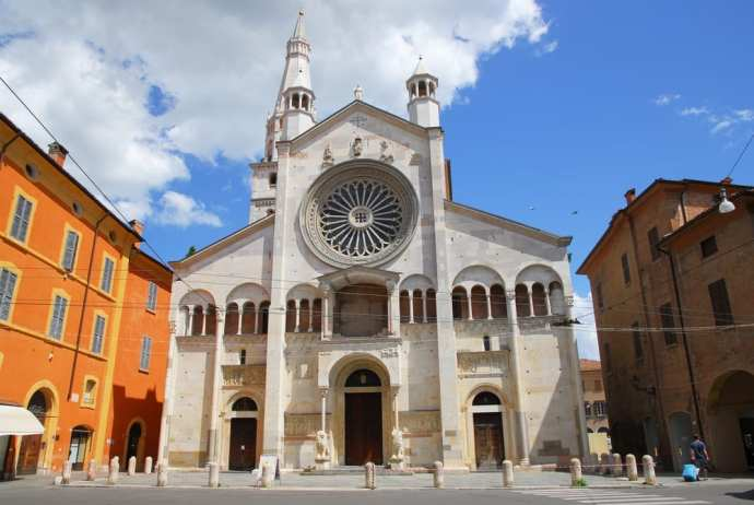 UNESCO World Heritage Sites in Northern Italy - Cathedral, Torre Civica and Piazza Grande in Modena