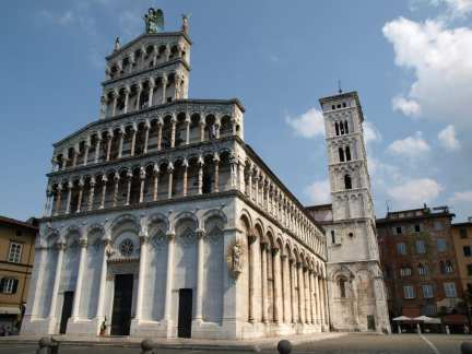 San Michele, is one of the buildings that makes Lucca one of the most beautiful cities in Italy