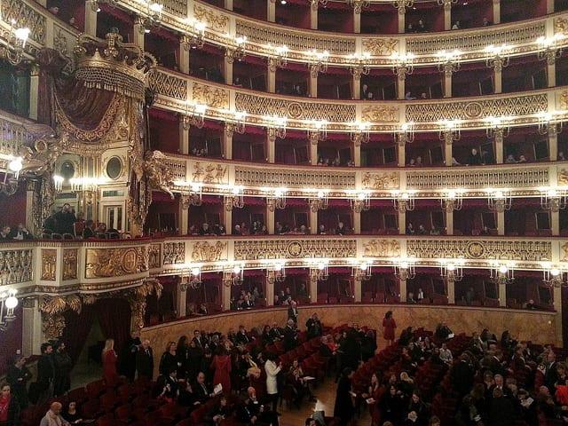 Teatro San Carlo (Flickr @Pietro Motta)