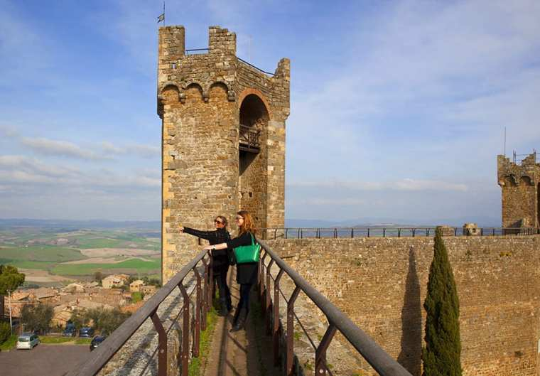 Walk along the walls of Montalcino Castle on our day trip from Tuscany to Rome