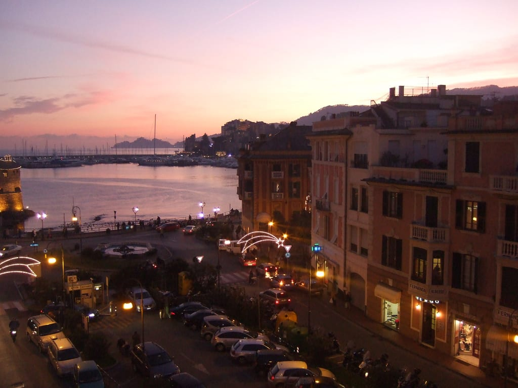 Rapallo sunset | Photo by Luca https://www.flickr.com/photos/lucagorlero/418811173/in/photolist-D1vYi-39oac7-assvkX-ds9Cd6-aGz2Va-9rhfJV-evEkCF-dsP9ge-asv6GW-dVTXbr-D1vYr-dVTWRz-ds9FSY-dVTWJP-4o3Vek-D1vYf-emJscF-dVZxvN-sBoj8-sBoka-sBojM-4o7YNq-sBohu-5CRC6u-5CRBEA-cszmjU-82W4B2-4o3VaZ-4o7YQd-4o3VfR-oyrTMp-9heyGx-8LAXzM-8LAXWx-362ciD-7VTbFC-9rkdCU-7g2F7E-9rhgwp-FXtf8h-ihznj-wifxN-9rke9C-ZvR8-asuC5G-668eSi-dwPeaM-668eMk-GSXhse-9rke2d