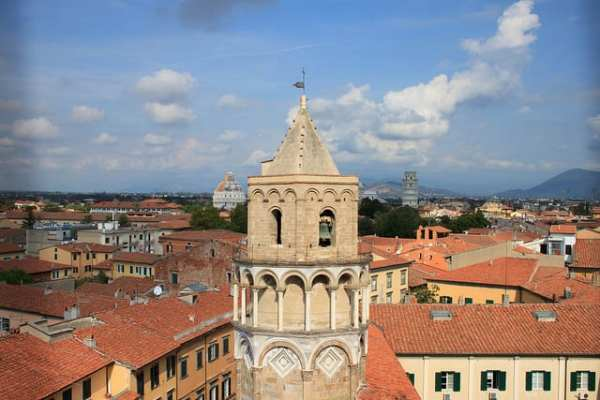 The octagonal bell tower of the San Nicola Church leans as well! Photo via VisitTuscany
