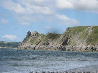 Cliffs on the western side of Threecliff Bay