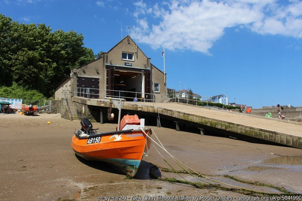 Walk the Wales Coast Path from Aberaeron to Cei Newydd / New Quay