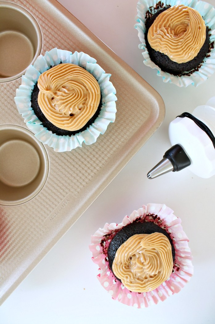 Vegan Chocolate Cupcakes with Peanut Butter Frosting 4--102915