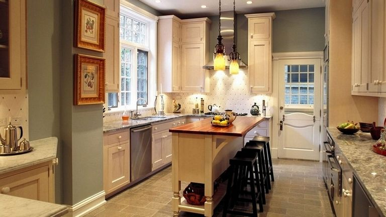 Paint Colors For Small Kitchens With Oak Cabinets
