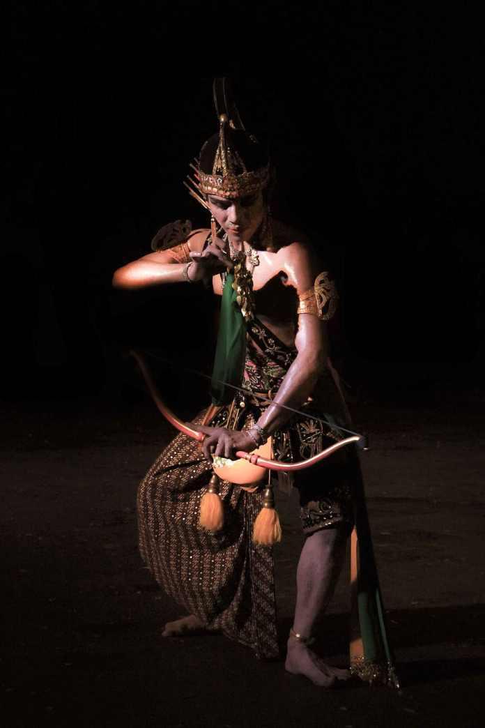 Dance Culture Indonesia Javanesse Black Background 910x1365 Download Hd Wallpaper Wallpapertip