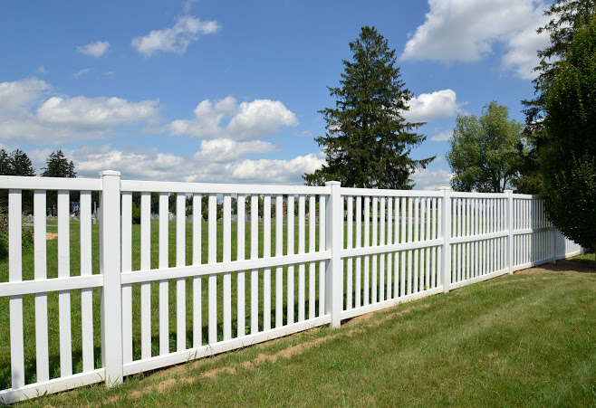 Maintain and Repair a Vinyl Fence
