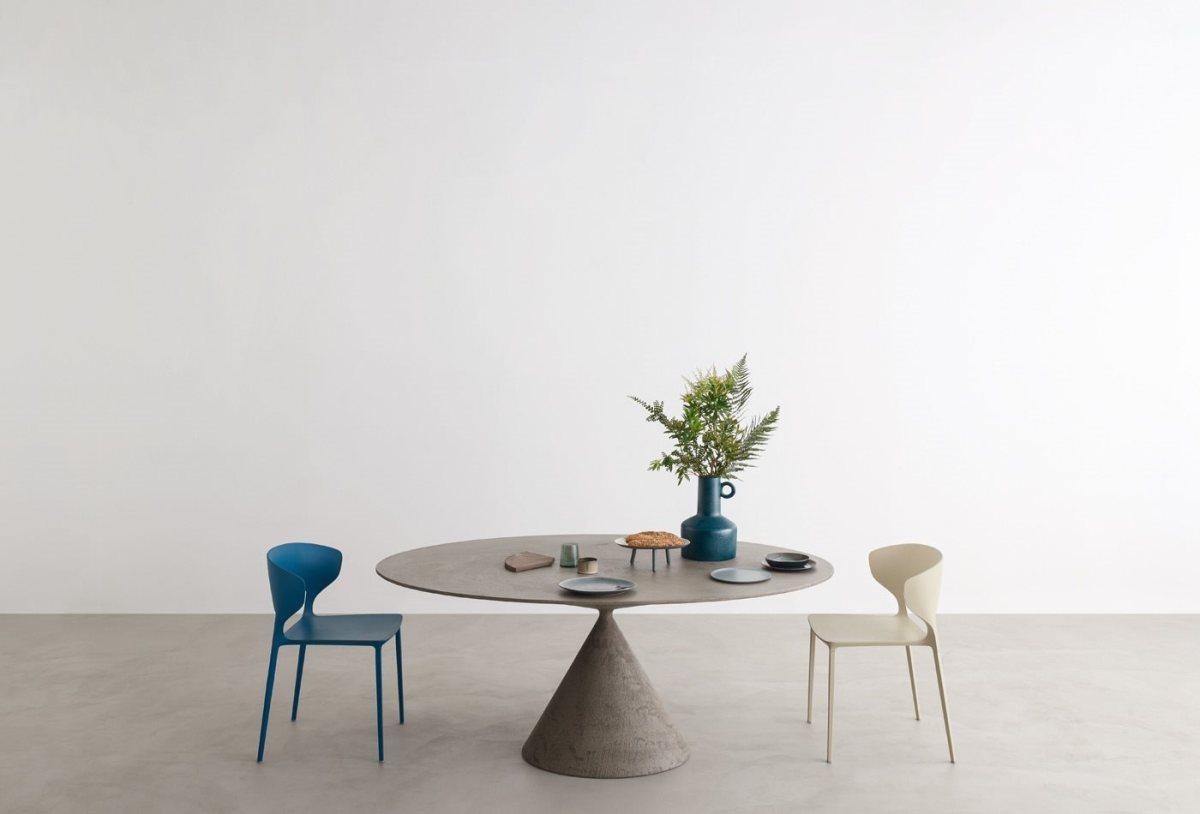 brauner handgearbeiteter Clay Tisch von Desalto