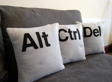 https://i1.wp.com/www.walyou.com/blog/wp-content/uploads/2009/04/ctrl-alt-del-pillow.jpg