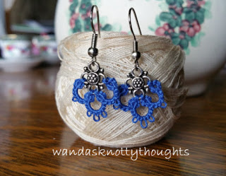 Simple tatted earrings on wandasknottythoughts.com