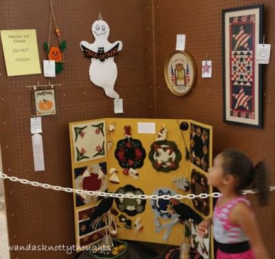 2015 Kansas State Fair Holiday Decorations all entries as seen on wandasknottythoughts.blogspot.com