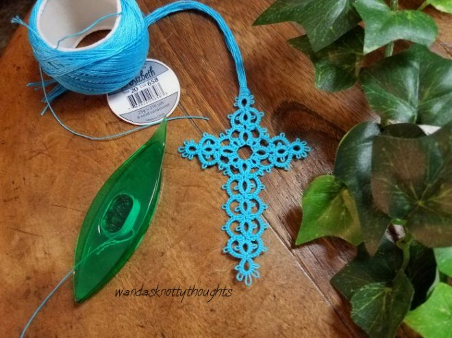 """Milan"" tatted cross bookmark in Lizbeth size 20, #658 on wandasknottythoughts"
