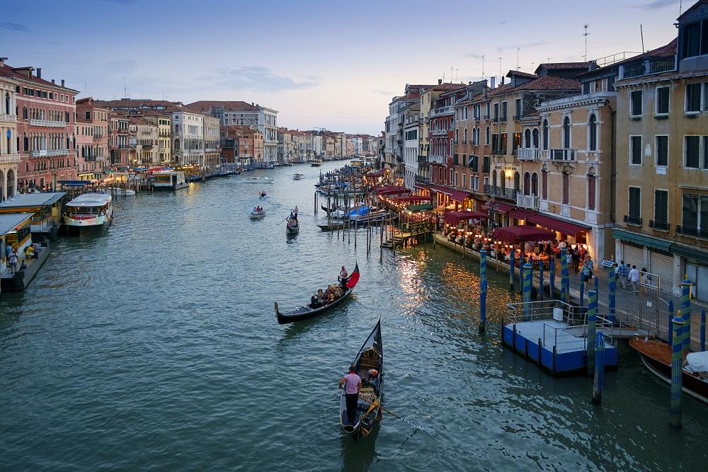 Vista del Gran Canal al anochecer, Venecia