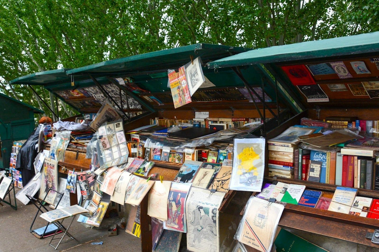 Paris market along the Seine, Paris