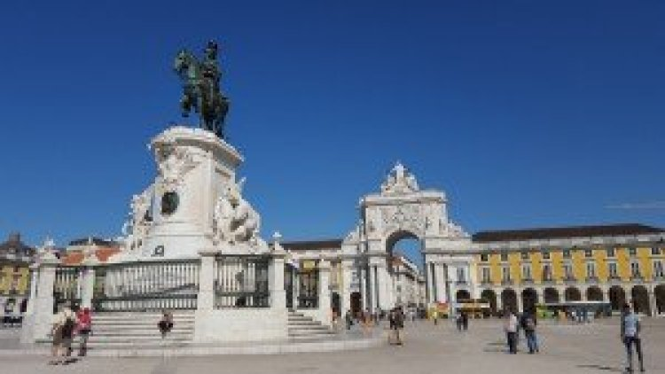 Lisbon wanderingredhead