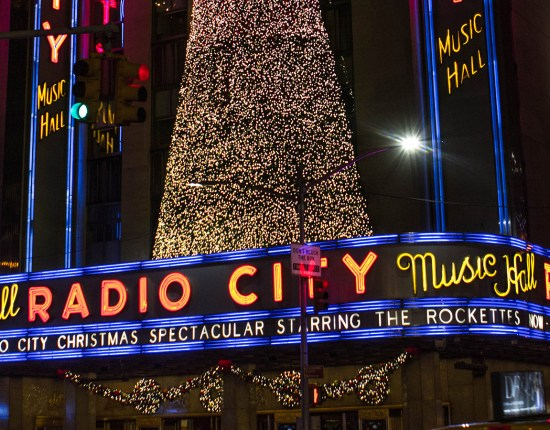 Manhattan-does-Christmas-big---Feature