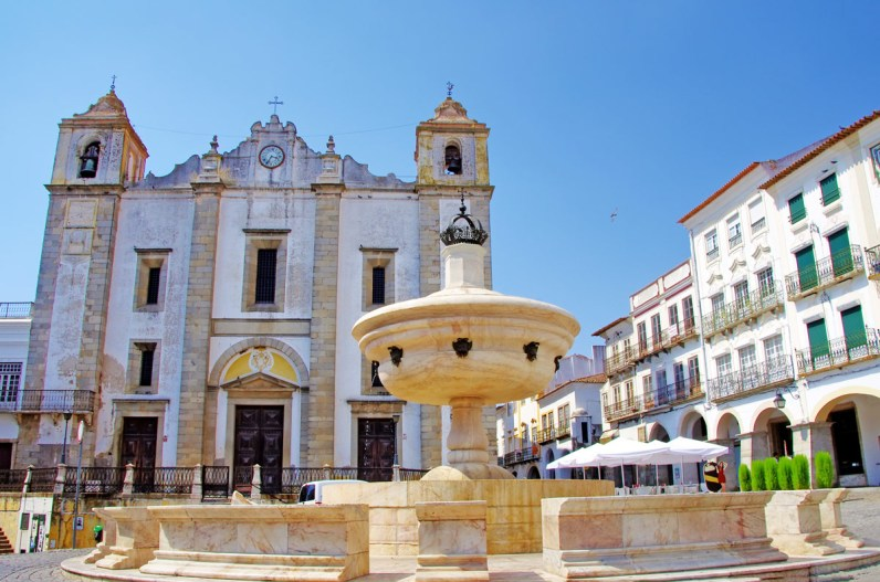 Praca do Giraldo with fountain was a great stop on our day trip to Evora, Portugal.