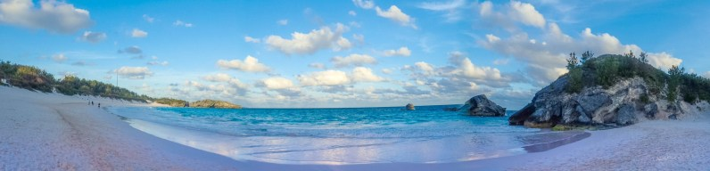 Pink sands and turquoise water of Horseshoe Bay Beach in Bermuda