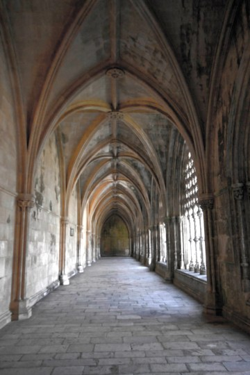 Vaulted ceilings of the corridor adjacent to the Royal Cloisters.