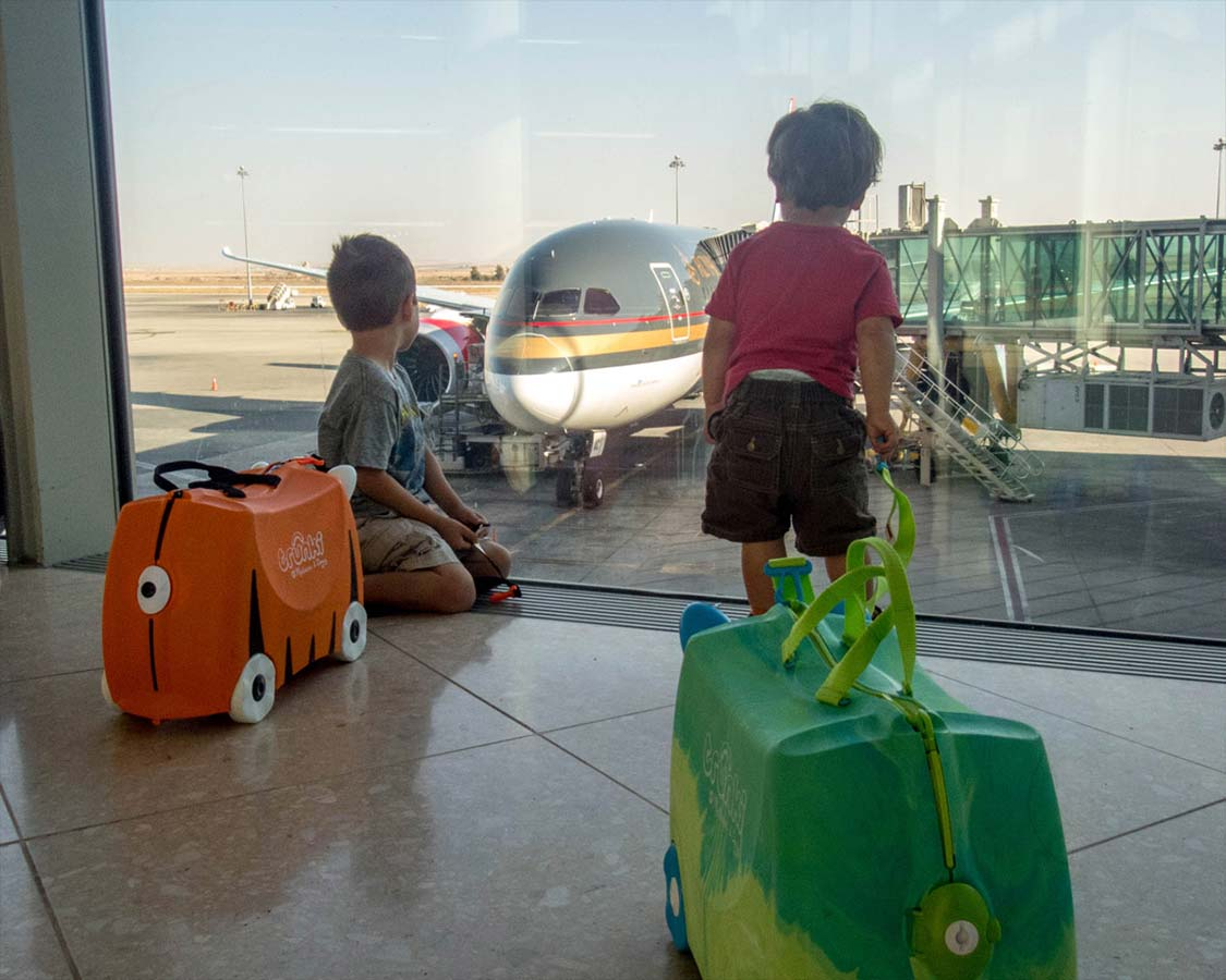 The Melissa and Doug Trunki suitcase is a lightweight, carry on luggage for kids. But does the Melissa and Doug ride on suitcase handle real world travel?