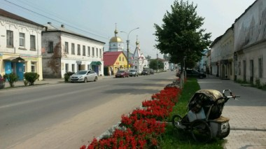 Im Zentrum der kleinen Provinzstadt Sudogda suche ich vergebens nach einem Lokal für ein Tässchen Kaffe, geschweige noch mit WiFi - Internet.