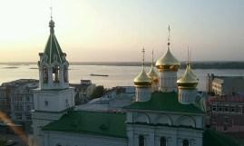 Viele Kirchen mit goldenen Türmen prägen sich mit der Zeit als die Wahrzeichen einer typisch Russischen Stadt ein.