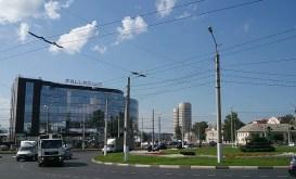 Stadbild östlich der Innenstadt mit neuen, modernen Wohnhochhäusern.