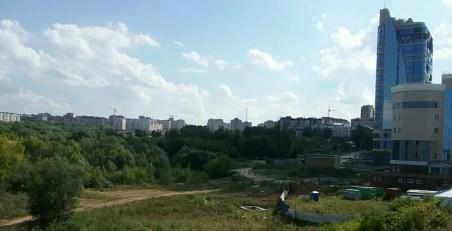 Nahe der Innenstadt ist in Cheboksary noch genug Platz zum bauen. Wie wärs mit einer riesigen Shoppingmall hier? Wer hat mal ein paar Millionen zum investieren?