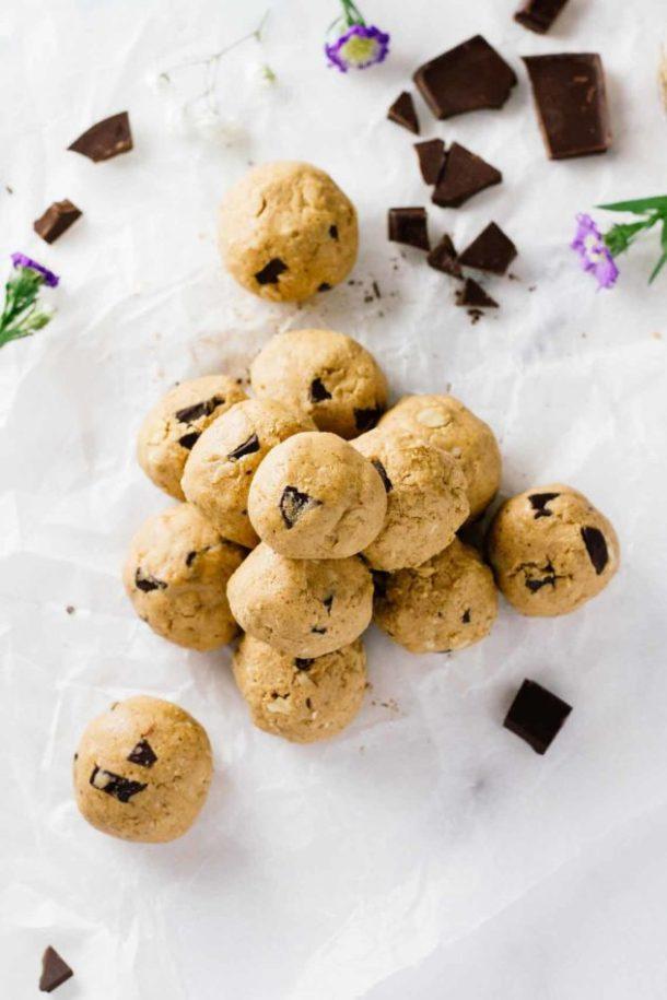 chocolate chip cookie dough energy bites