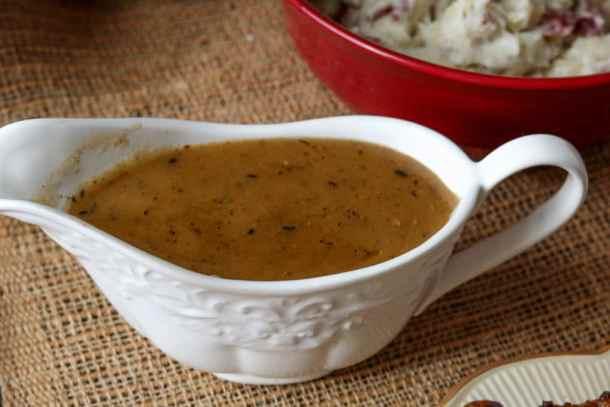 thanksgiving-bone-broth-gravy