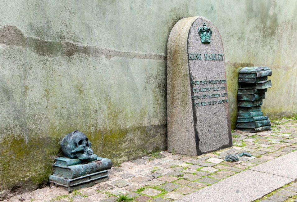Tomba-di-King-Hamlet-Amleto-ad-Helsingor-1024x698