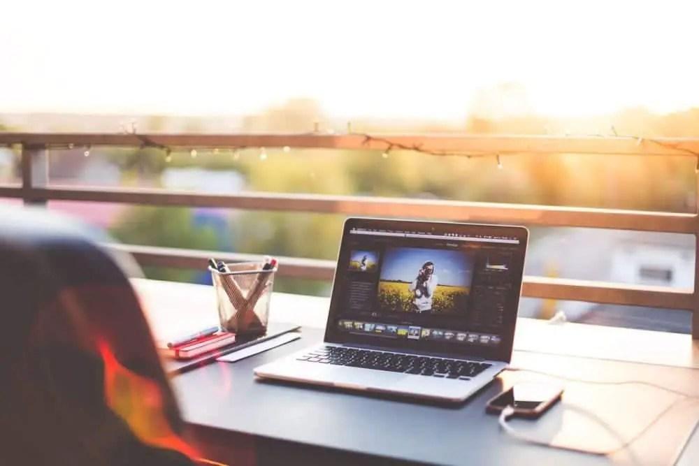 how do digital nomads make money