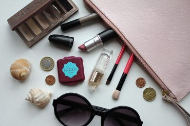 Travel Blogger Makeup Tips - Wanderlust - Post